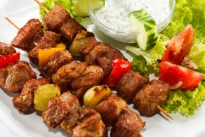 Как замариновать мясо для шашлыка? 8 способов