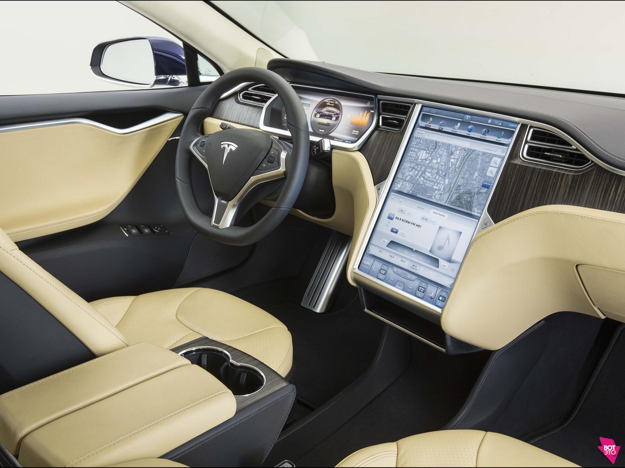 Интерьер Tesla-S