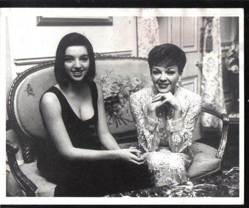 Лайза Минелли со своей мамой Джуди Гарланд