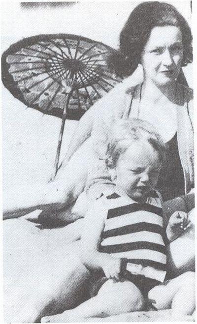 Мэрилин Монро со своей матерью