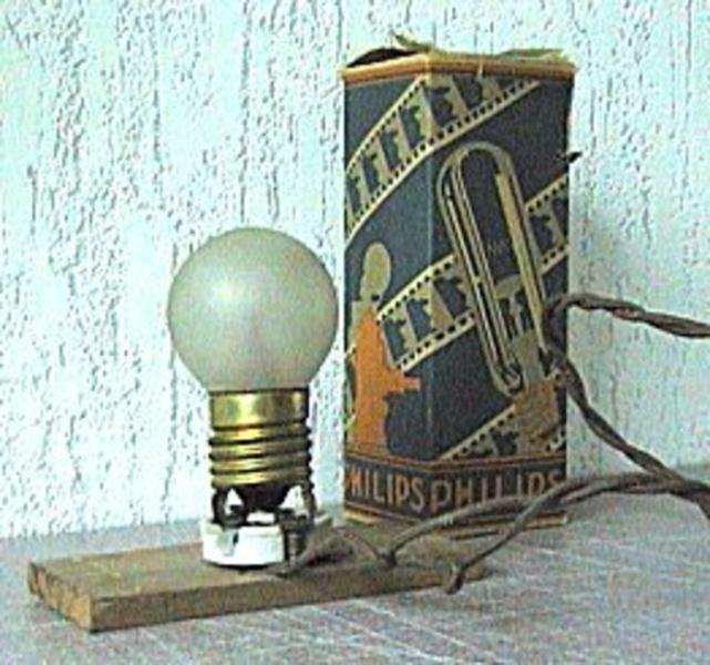 Первая лампочка Philips