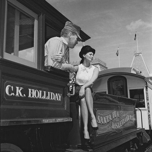 Софи Лорен в Диснейленде