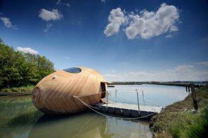 Плавающий деревянный дом (8 фото)