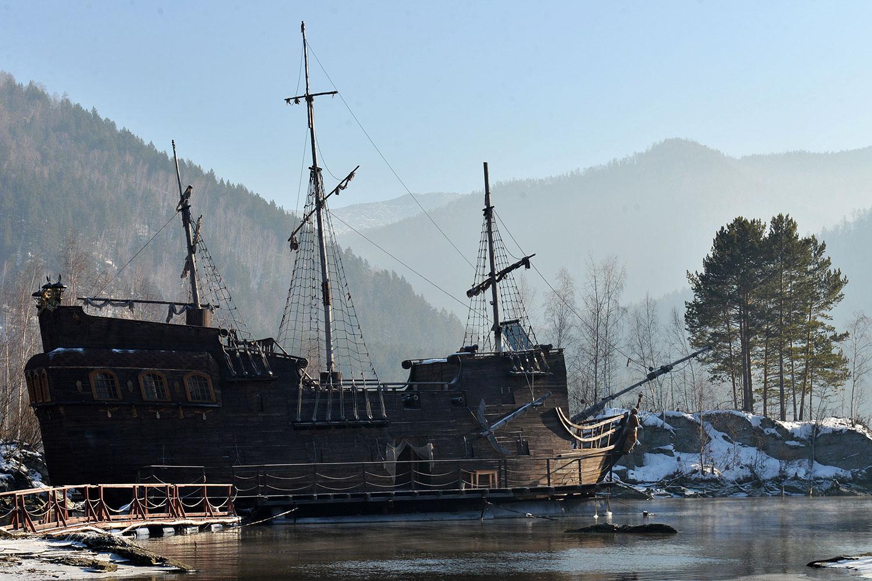 Корабль Черная Жемчужина Джека Воробья на Енисее 11