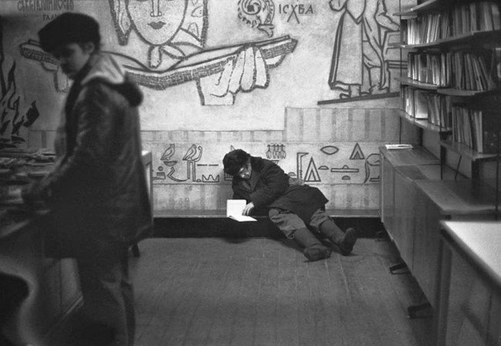«Книжный магазин. Отдел букинистической литературы», Улица Кирова, Новокузнецк, Сибирь. 21 января 1983 года.