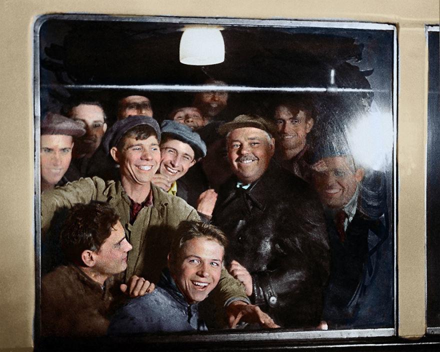 Первые пассажиры московского метро, 1935 год время, россия, фотография, цвет