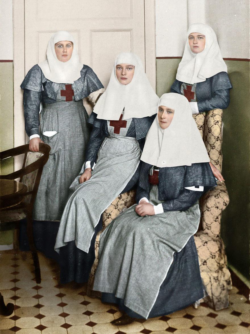 Сестры милосердия Царица Александра Федоровна с дочерьми в военном госпитале во время Первой мировой войны время, россия, фотография, цвет