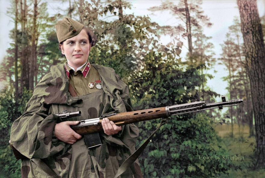 Людмила Павлюченко, самая успешная женщина-снайпер в мировой истории, имевшая на своем счету 309 подтвержденных смертельных попаданий в солдат и офицеров войск противника, 1940 год время, россия, фотография, цвет