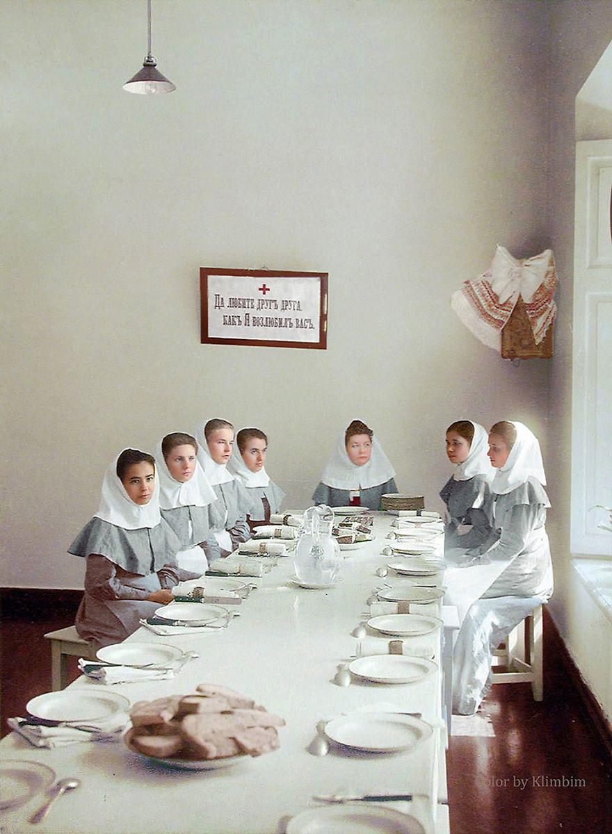 Сестры милосердия в столовой, 1900-е время, россия, фотография, цвет