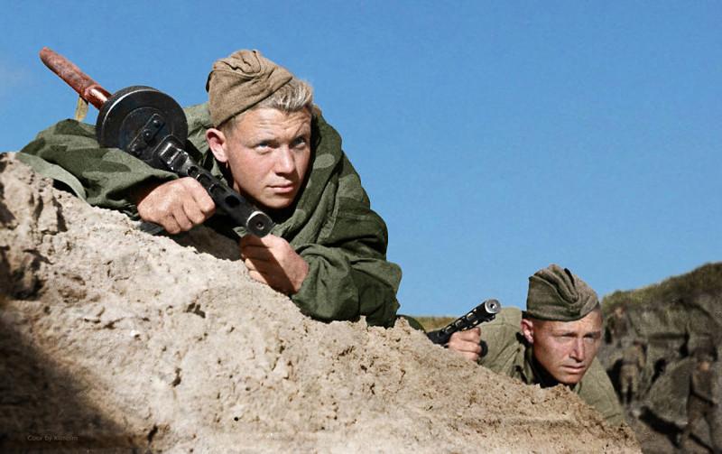 Советские солдаты неподалеку от Севастополя, Крым, 1941 год