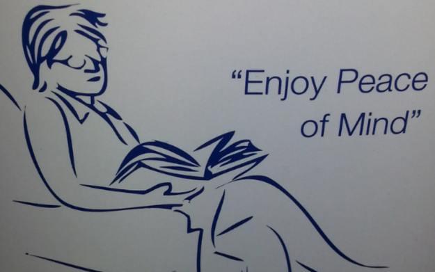 показалось - просто читает книгу