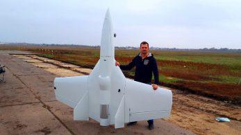 Изобретатель-самоучка построил реактивный самолет с нуля!
