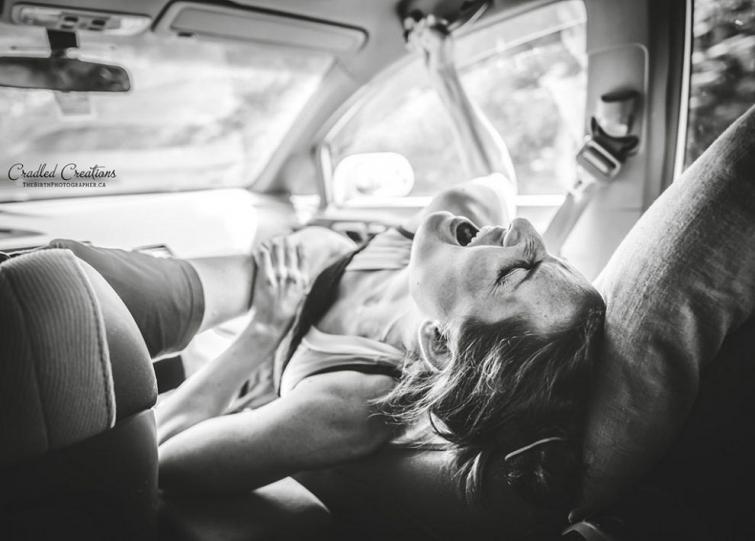 фото роды в автомобиле