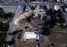 Самые катастрофические обвалы  земной поверхности за последние тридцать лет