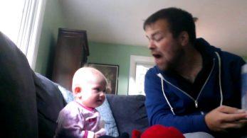 Маленькую девочку оставили на родного дядю. Увидев видео, мама не могла удержаться от смеха