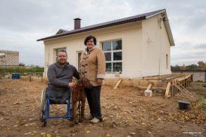 Мужчина в инвалидной коляске купил заброшенное здание и превратил его в уютный дом!