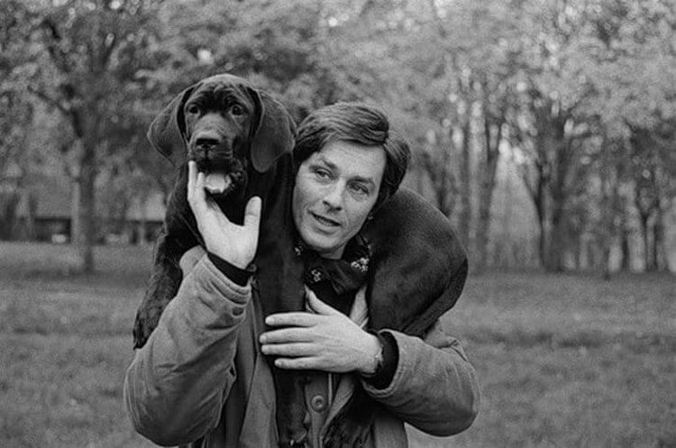 Ален Делон заботится о собаках