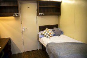 Студент из Англии пожаловался на плохие условия в общежитии. Но нашим его не понять!