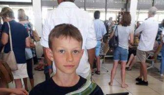 Мальчика попросили снять футболку перед полетом, потому что она «может вызвать у пассажиров тревожность»