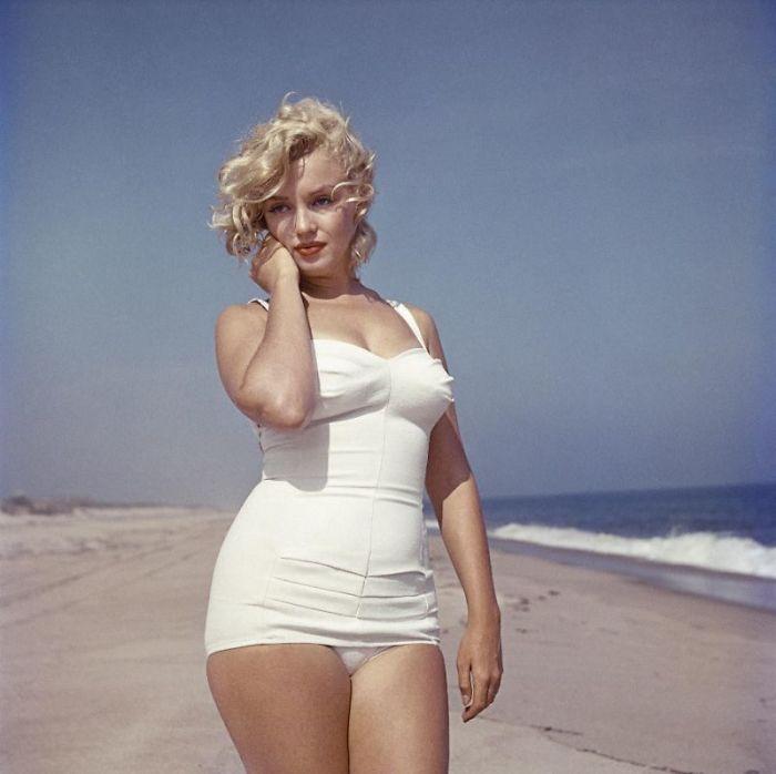 17 фото Мэрилин Монро на пляже, 1957 год
