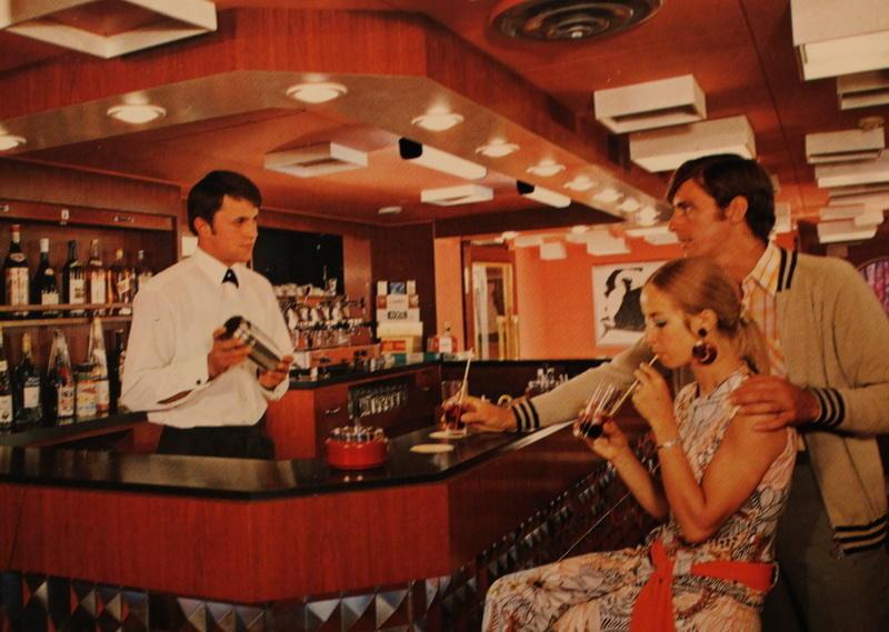В баре на круизном лайнере СССР