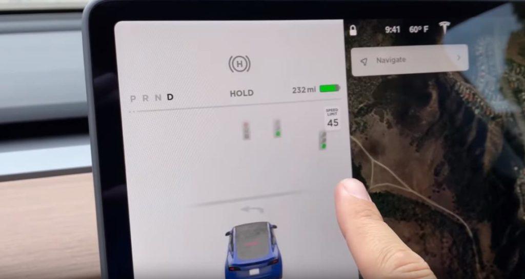Автопилот Tesla Model Y определяет даже светофоры