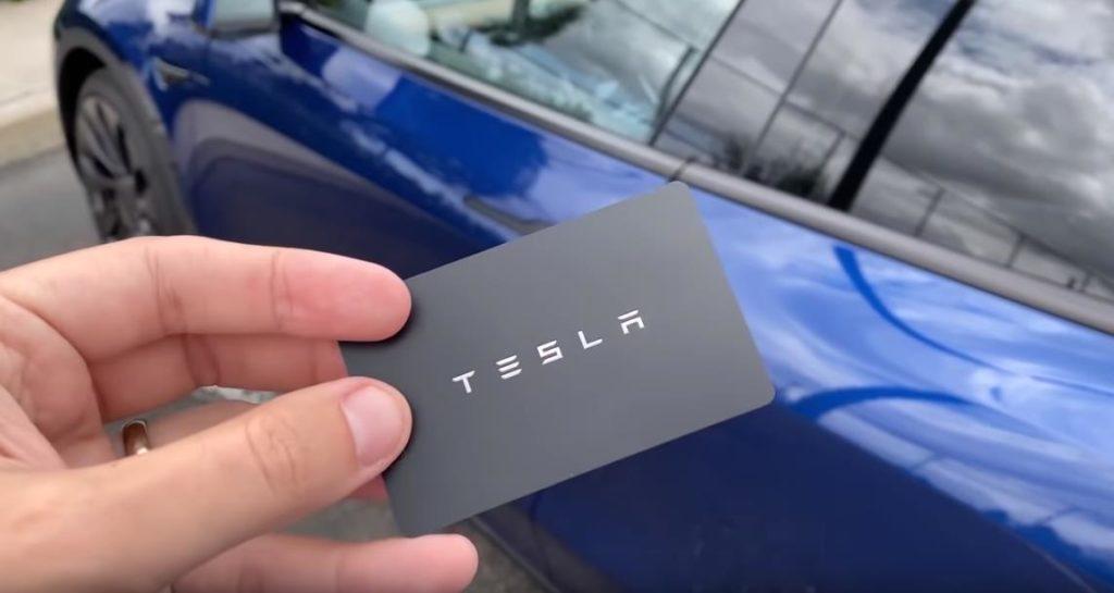 Карта для доступа к автомобилю Tesla Model Y