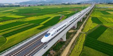 Зачем Китай массово строит железные дороги себе в убыток?
