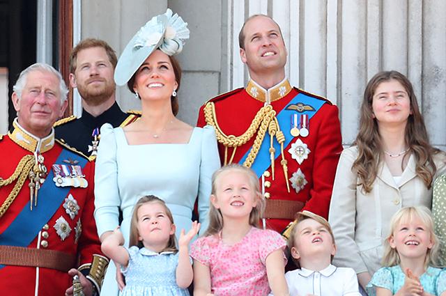 Кейт Миддлтон и принц Уильям с детьми на параде в честь королевы Елизаветы II