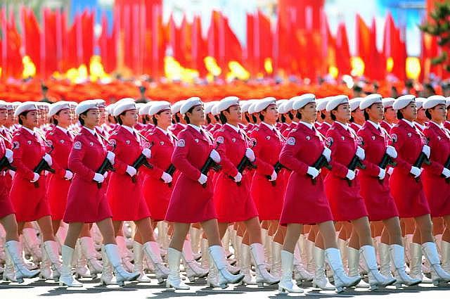 Девушки в армии в разных странах мира