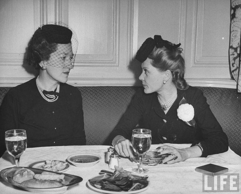 Наталья Палей и миссис Гилберт Миллер. Февраль 1944