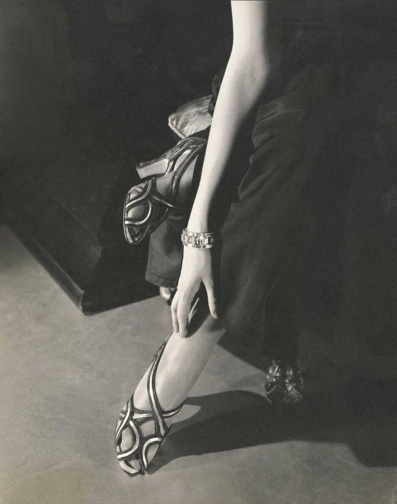 Натали Палей в сандалиях. 1934