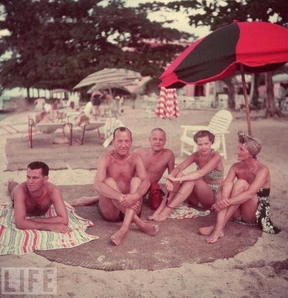 На Ямайке с Грэмом Пэйном, Ноэлем Ковардом, Джоном С. Уилсоном и Джойсом Кэри.