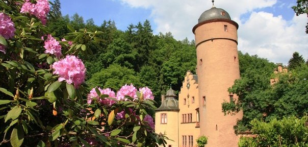 Романтический замок на воде