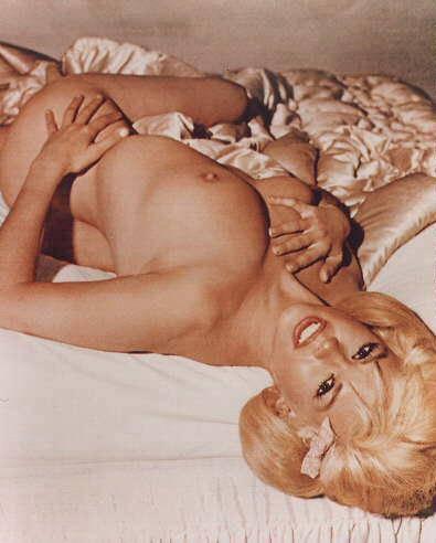 c-jaynemansfield-nudeinbed