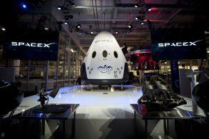 SpaceX представила пассажирскую версию космического корабля