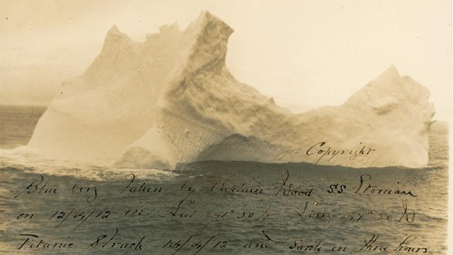 Айсберг задевший Титаник