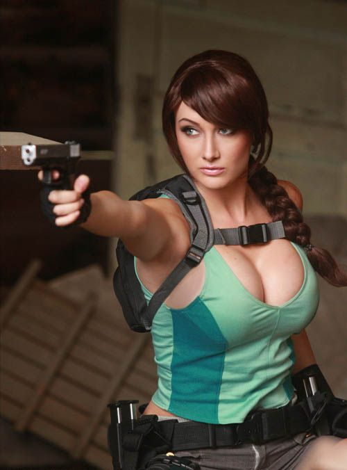 its_all_about_the_boobs_in_lara_croft_cosplay_01