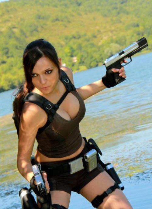 its_all_about_the_boobs_in_lara_croft_cosplay_03