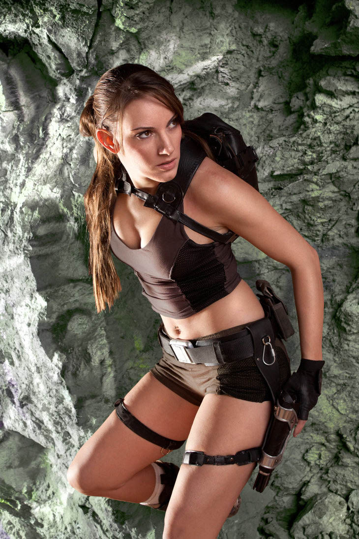 its_all_about_the_boobs_in_lara_croft_cosplay_07