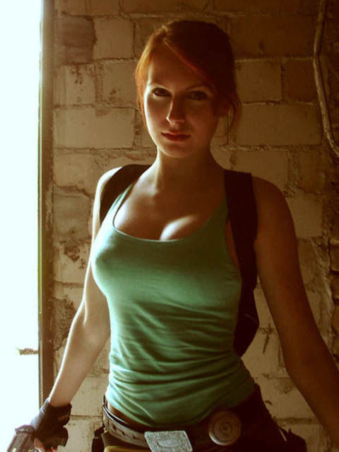 its_all_about_the_boobs_in_lara_croft_cosplay_19