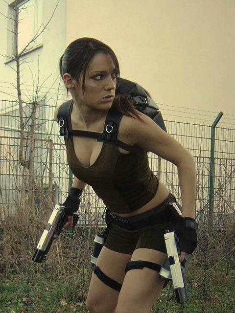 its_all_about_the_boobs_in_lara_croft_cosplay_20