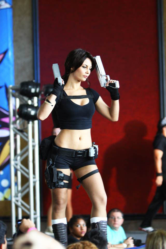 its_all_about_the_boobs_in_lara_croft_cosplay_27