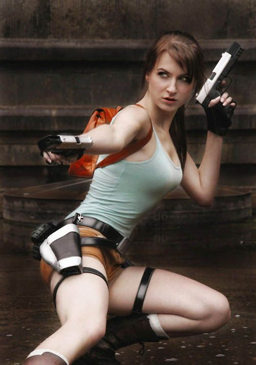 its_all_about_the_boobs_in_lara_croft_cosplay_29