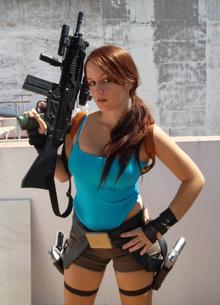 its_all_about_the_boobs_in_lara_croft_cosplay_34