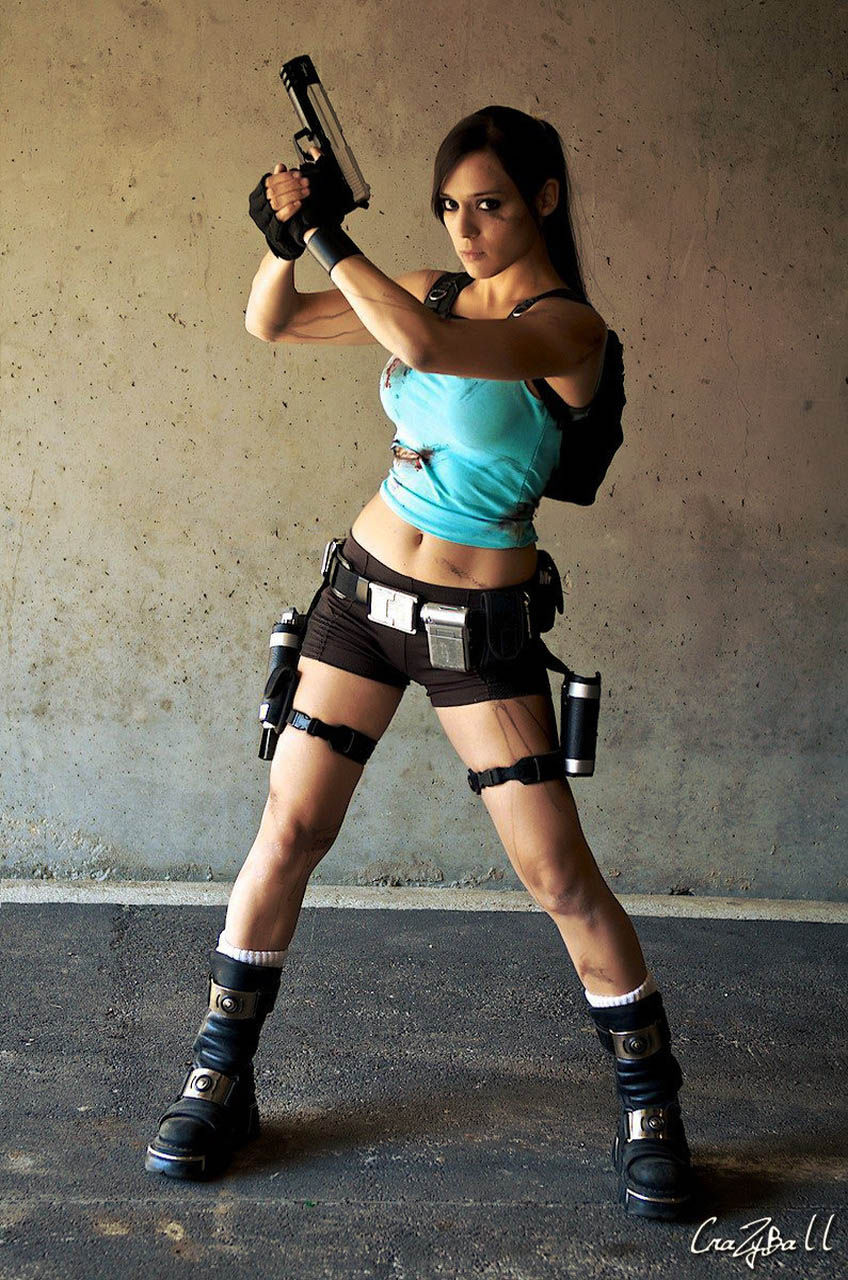 its_all_about_the_boobs_in_lara_croft_cosplay_35