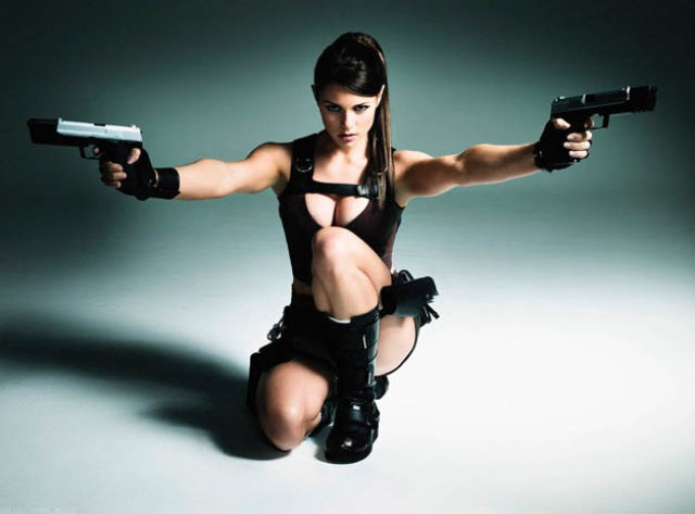 its_all_about_the_boobs_in_lara_croft_cosplay_640_18
